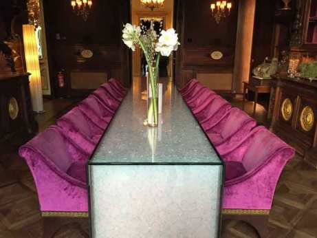The table which changes color in Le Bar Long at Villa Cora in Fllorence.
