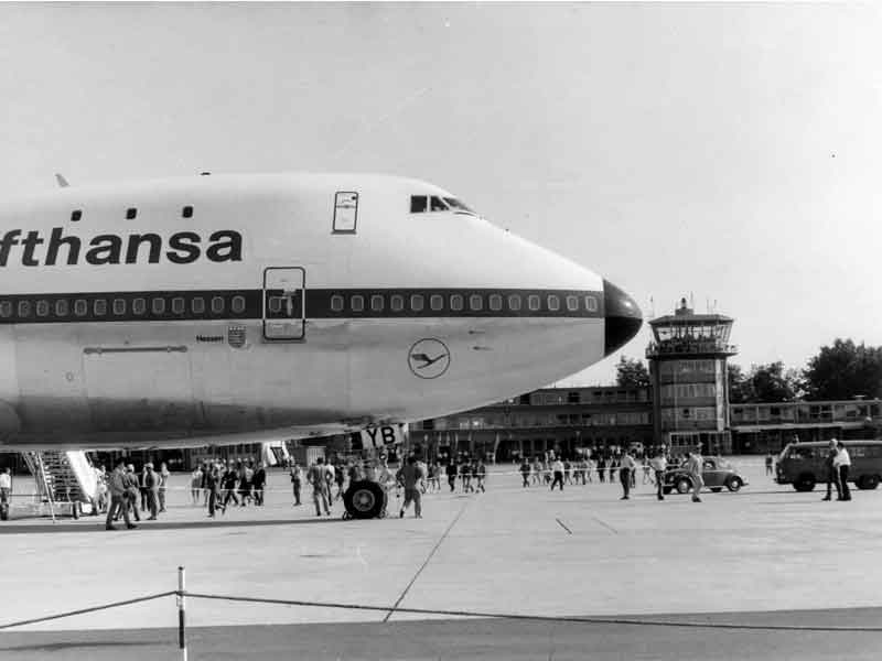 A picture of the Boeing 747-100 that Lufthansa lost in Nairobi in 1974.