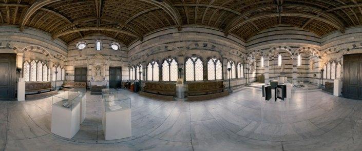 Interno della Chiesa della Spina al centro dell'aula