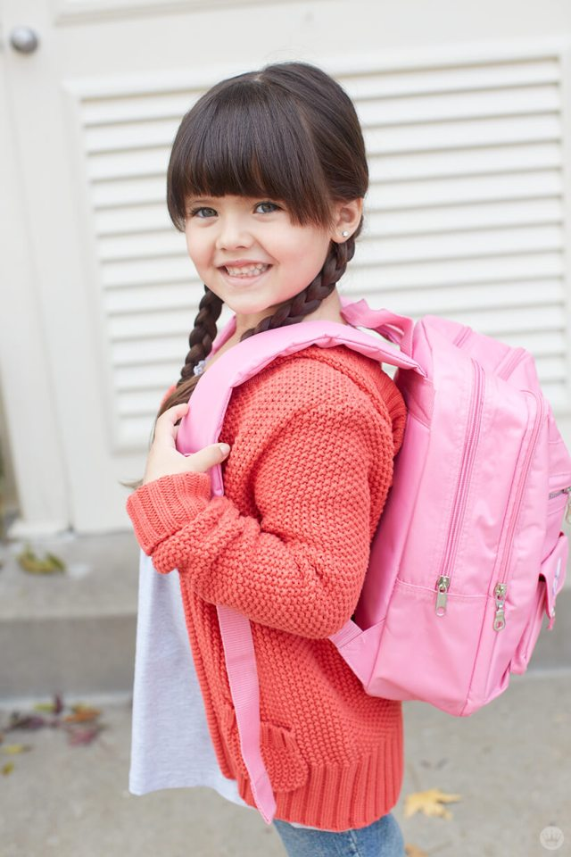 Back-to-school picture ideas: smiling girl wearing backpack