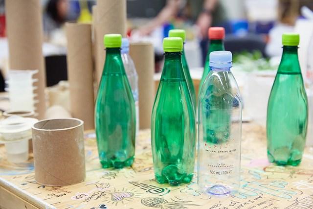 Fournitures pour la fabrication de moules à vase en béton.