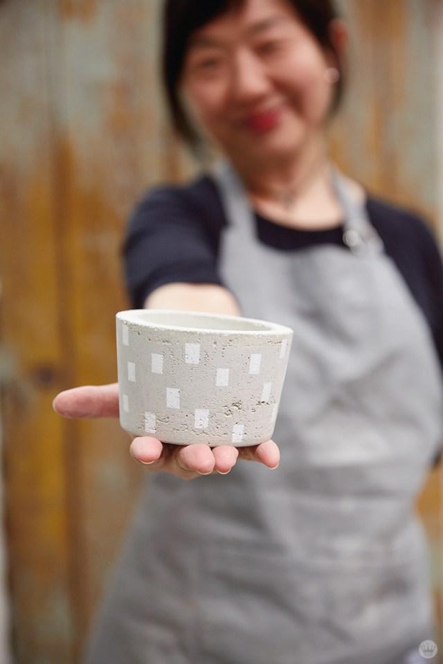 Displaying a DIY concrete vase