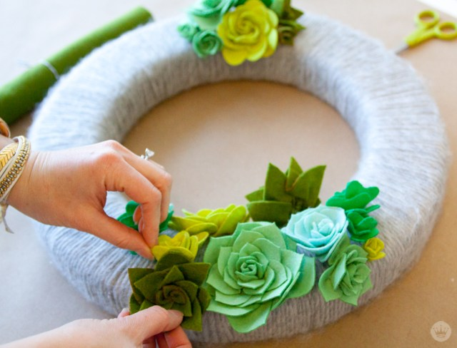 A felt succulent wreath tutorial | thinkmakeshareblog.com