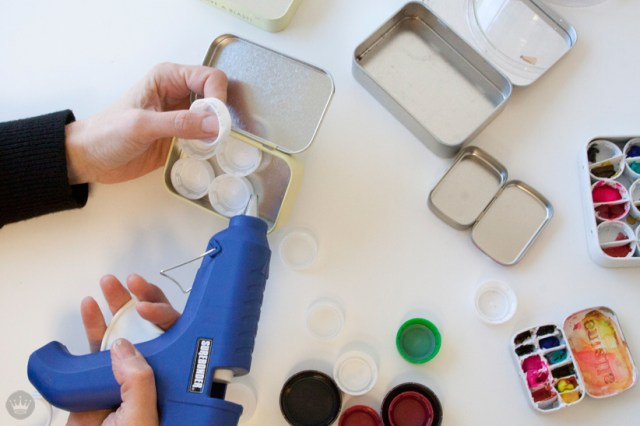 DIY | Make your own mini paint palette out of almost any container | thinkmakeshareblog.com