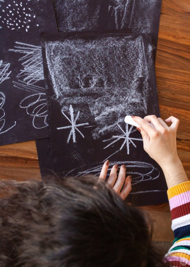 Hallmark artist Alyssa G. using chalk to make textures on paper | thinkmakeshareblog.com