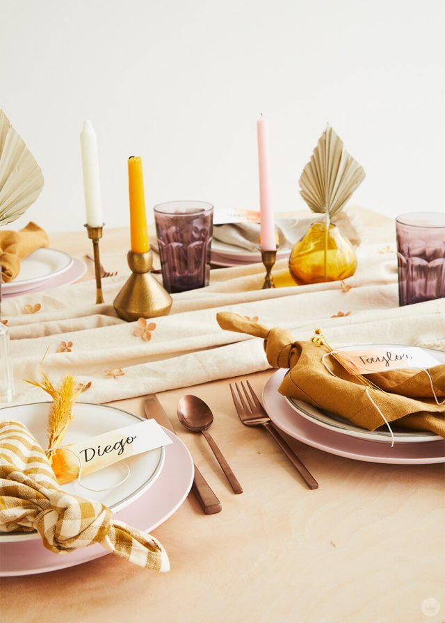 Table setting with dip-dye Friendsgiving place cards | thinkmakeshareblog.com