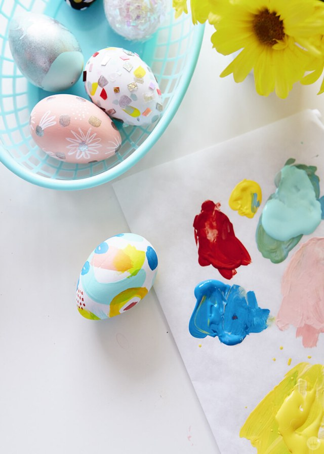 2019 Easter egg decorating ideas: eggs and a paint palette