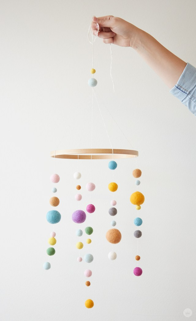 Embroidery Hoop Baby Mobile | thinkmakeshareblog.com