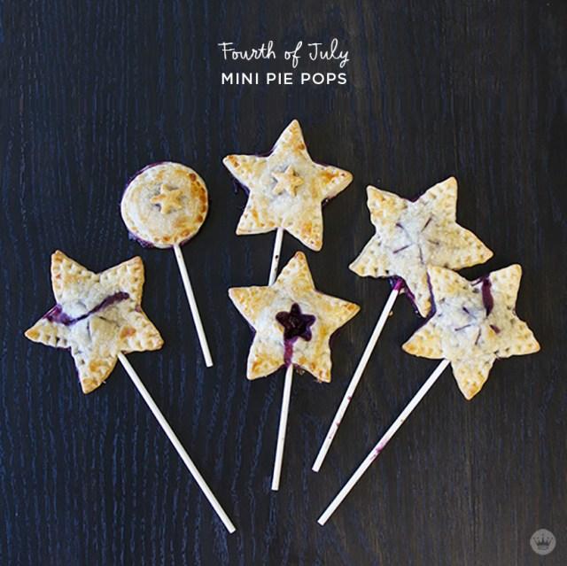 Fourth of July mini pie pops | thinkmakeshareblog.com