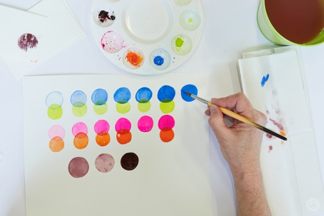Gouache Workshop: Painting circles in different colors and transparencies