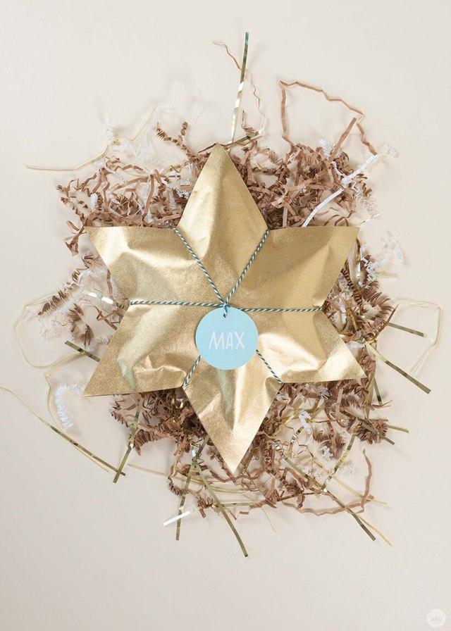 Hanukkah Gift Wrap | thinkmakeshareblog.com