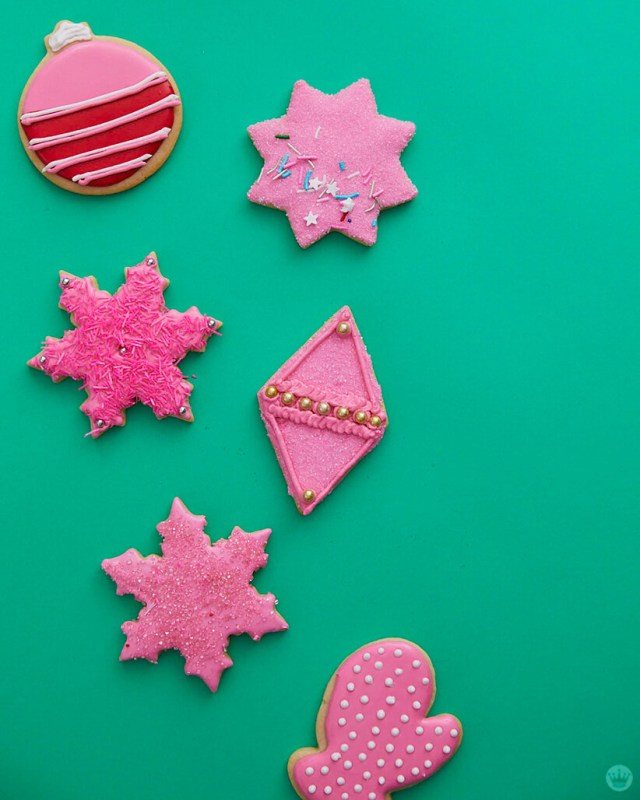 2018 cookie decorating trends: Pink, red, and white iced cookies