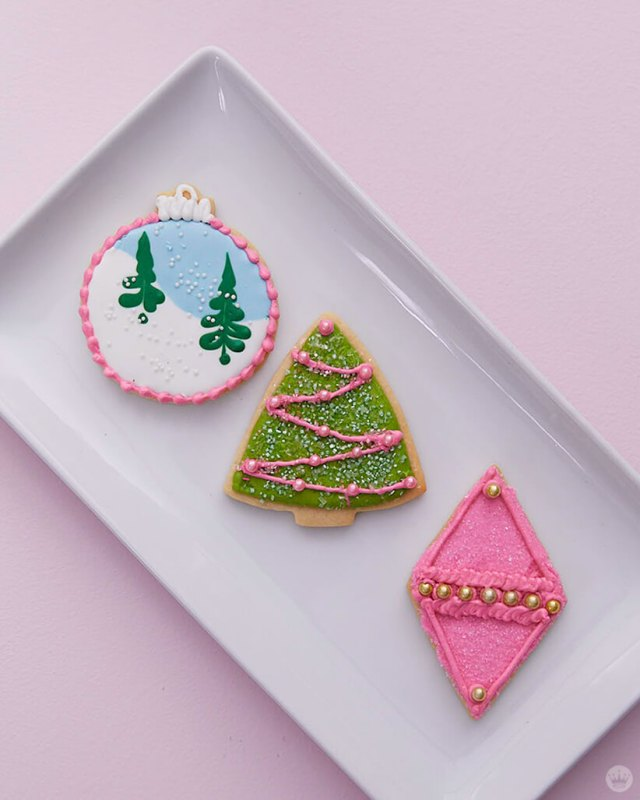 2018 cookie decorating trends: Cookie ornaments and tree in pinks and greens