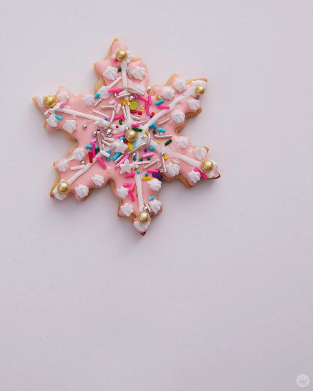 2018 cookie decorating trends: Pink snowflake with sprinkles