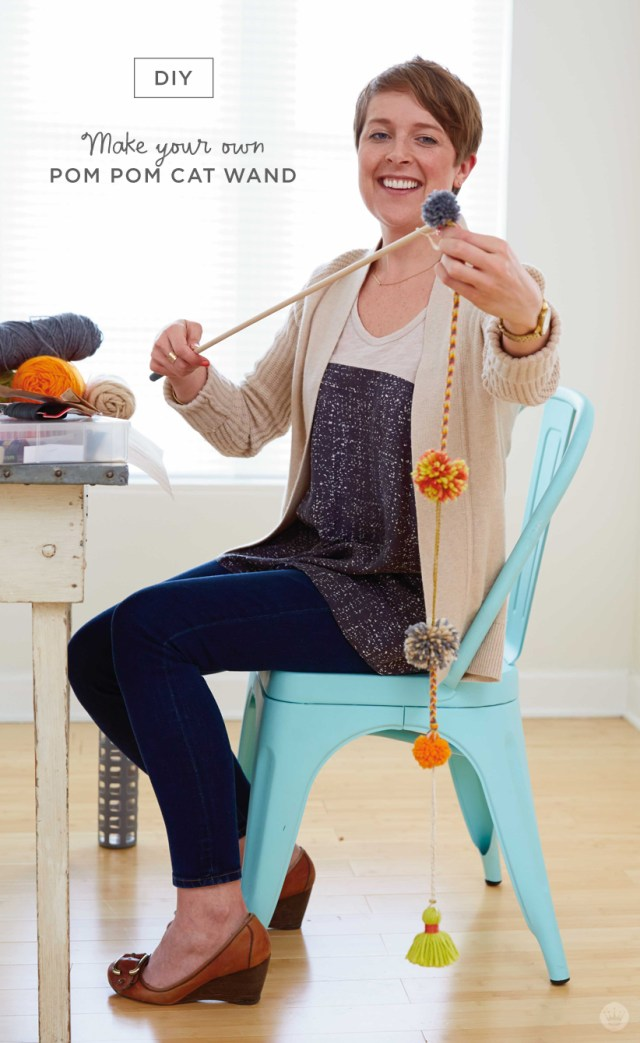 Make your own DIY POM POM CAT WAND | thinkmakeshareblog.com