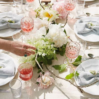 floral centerpiece on a table for an outdoor gathering | thinkmakeshareblog.com