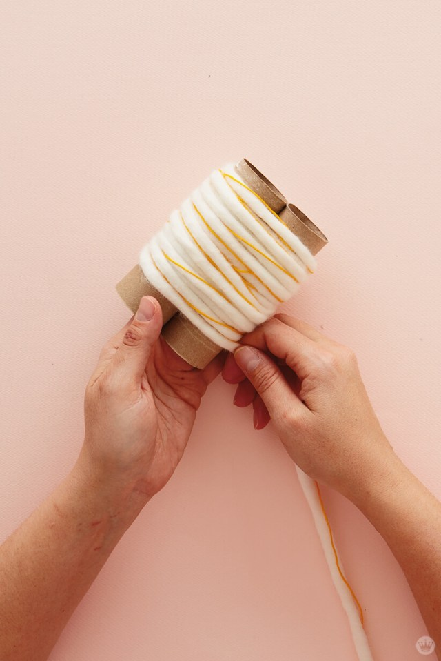 DIY Chunky Yarn Keychain: How to make a pom pom