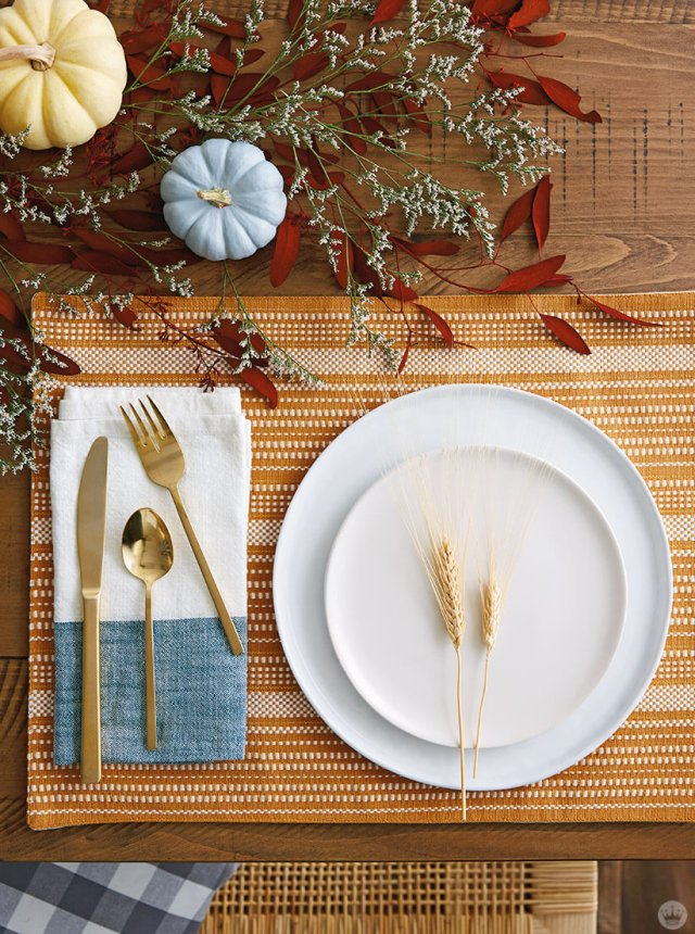 Thanksgiving and Friendsgiving ideas: table setting