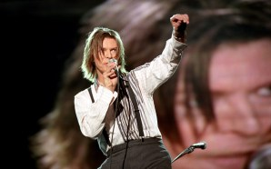 David Bowie live at Wembley Stadium for NetAid 1999