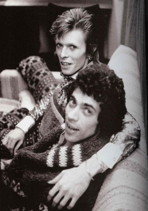 Geoff MacCormack and David Bowie relax backstage