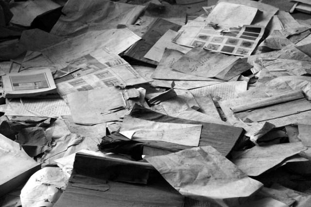 paper-pile-298759_1920-1