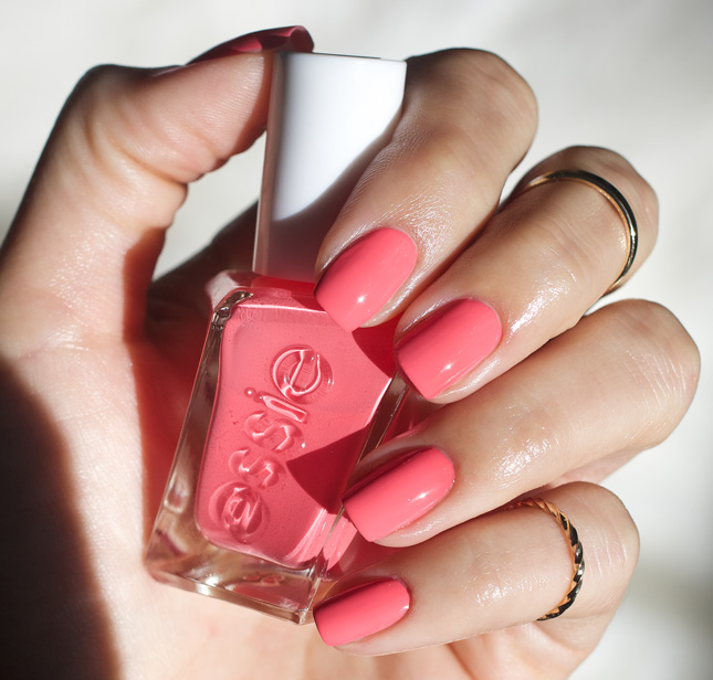 Essie-Gel-Couture-Signature-Smile