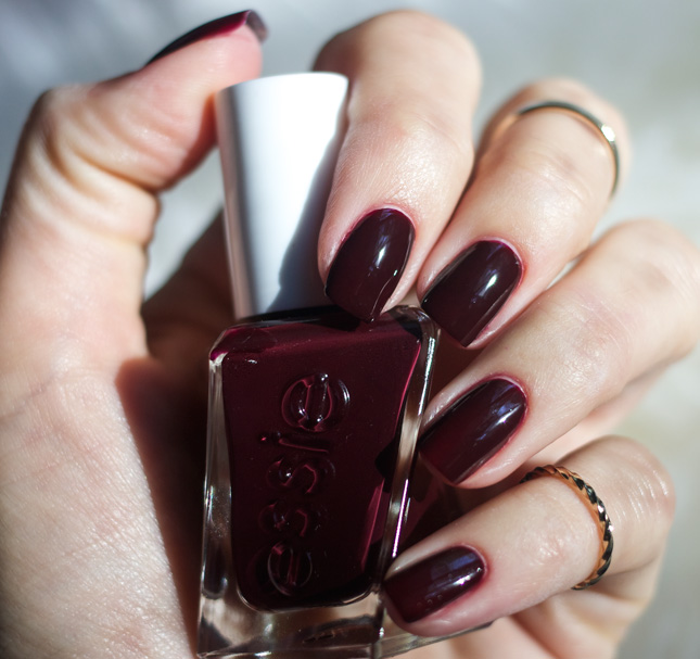 Essie-gel-Couture-Model-Clicks