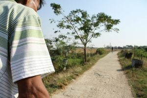 An image of the dirt road that the tri-shaw driver drove us down to get to Bamboo Village.