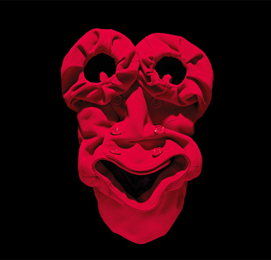 red-clotes-face