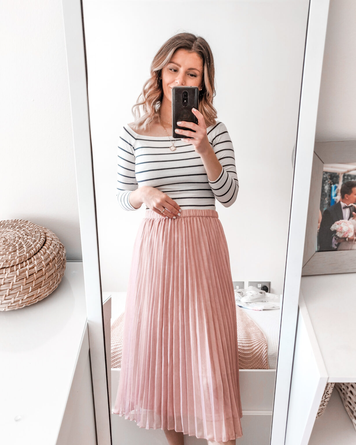This image has an empty alt attribute; its file name is hm-haul-spring-summer-pink-pleated-skirt-outfit-1-1229x1536-1.jpg