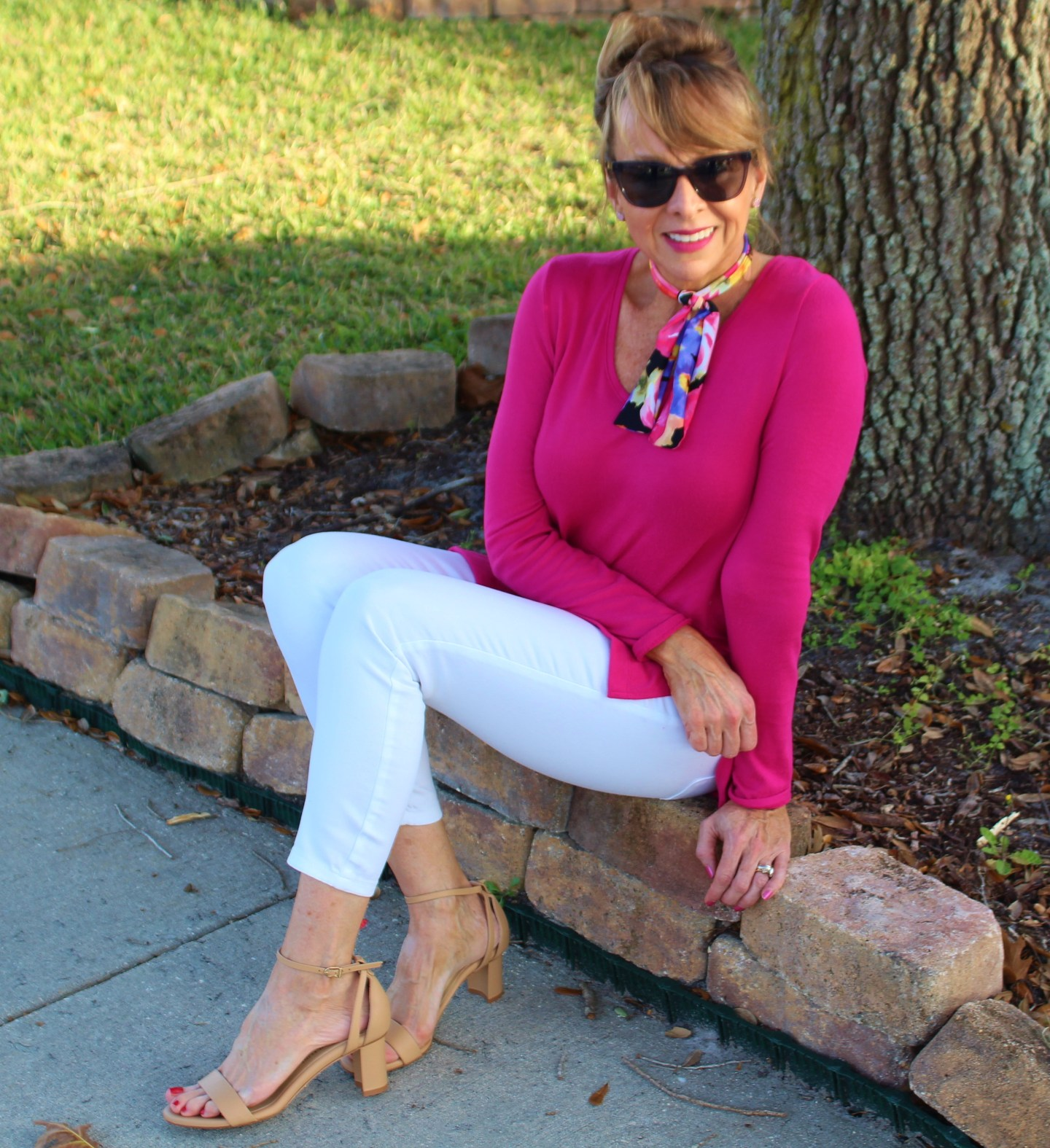Pink sweater + White cropped jeans