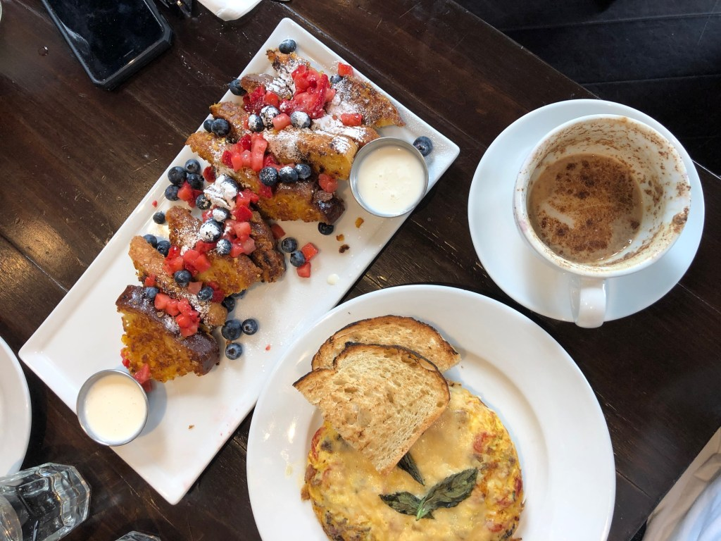 Brunch, Los Angeles, Los Angeles Brunch Spots, Los Angeles Restaurants, Los Angeles Restaurant Review, Brunch Review, Best Brunch Spots in Los Angeles, Old Navy, Blu Jam Cafe,
