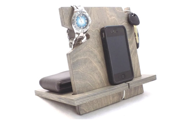 phone-docking-station-for-dad