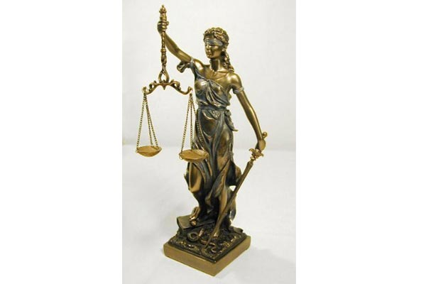 best gifts for lawyers statue of justice