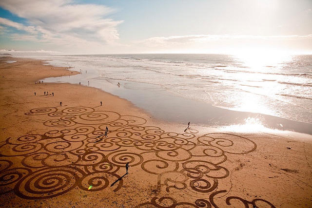 Impermanent Sand Paintings by Andres Amador sand installation beaches art