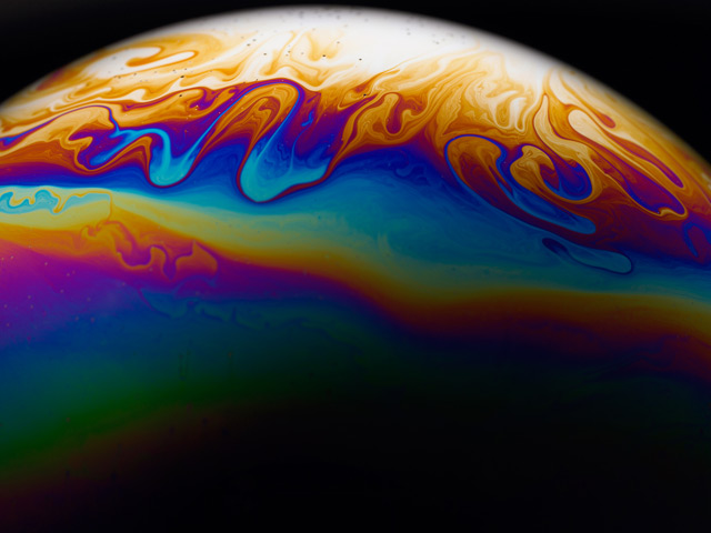 Photographer Jason Tozer Turns Soap Bubbles into Mysterious, Colorful Planets planets macro bubbles