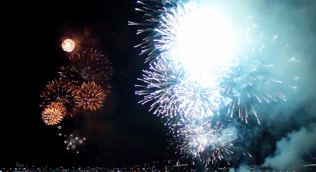 This is What Fireworks Look Like in Reverse Melbourne fireworks Australia