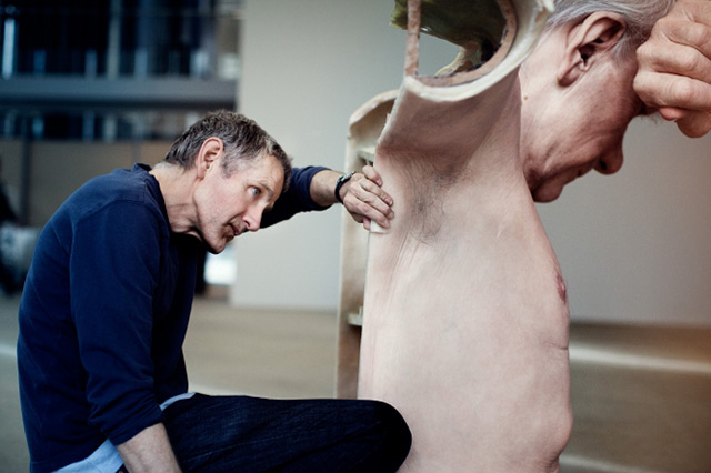 New Hyperrealistic Sculptures by Ron Mueck sculpture hyperrealism