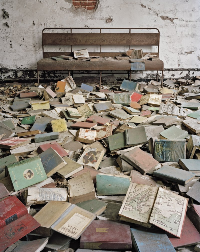 Libri in aula, North Brother Island, New York