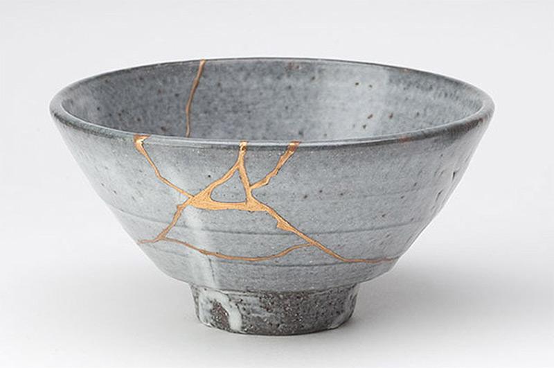 Kintsugi: The Art of Broken Pieces gold ceramics