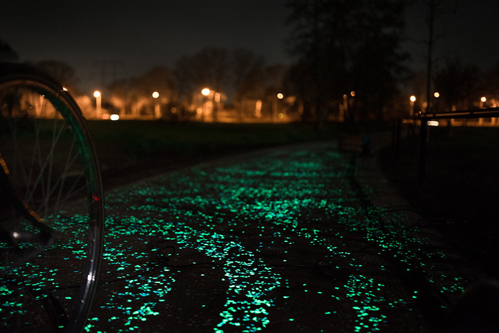 A Solar Powered Glow in the dark Bike Path by Studio Roosegaarde Inspired by Van Gogh Vincent van Gogh solar power Netherlands light bicycles
