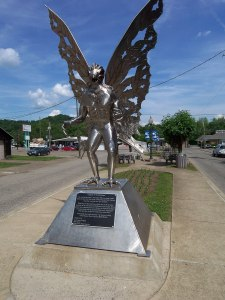 Mothman_statue_in_West_Virigina