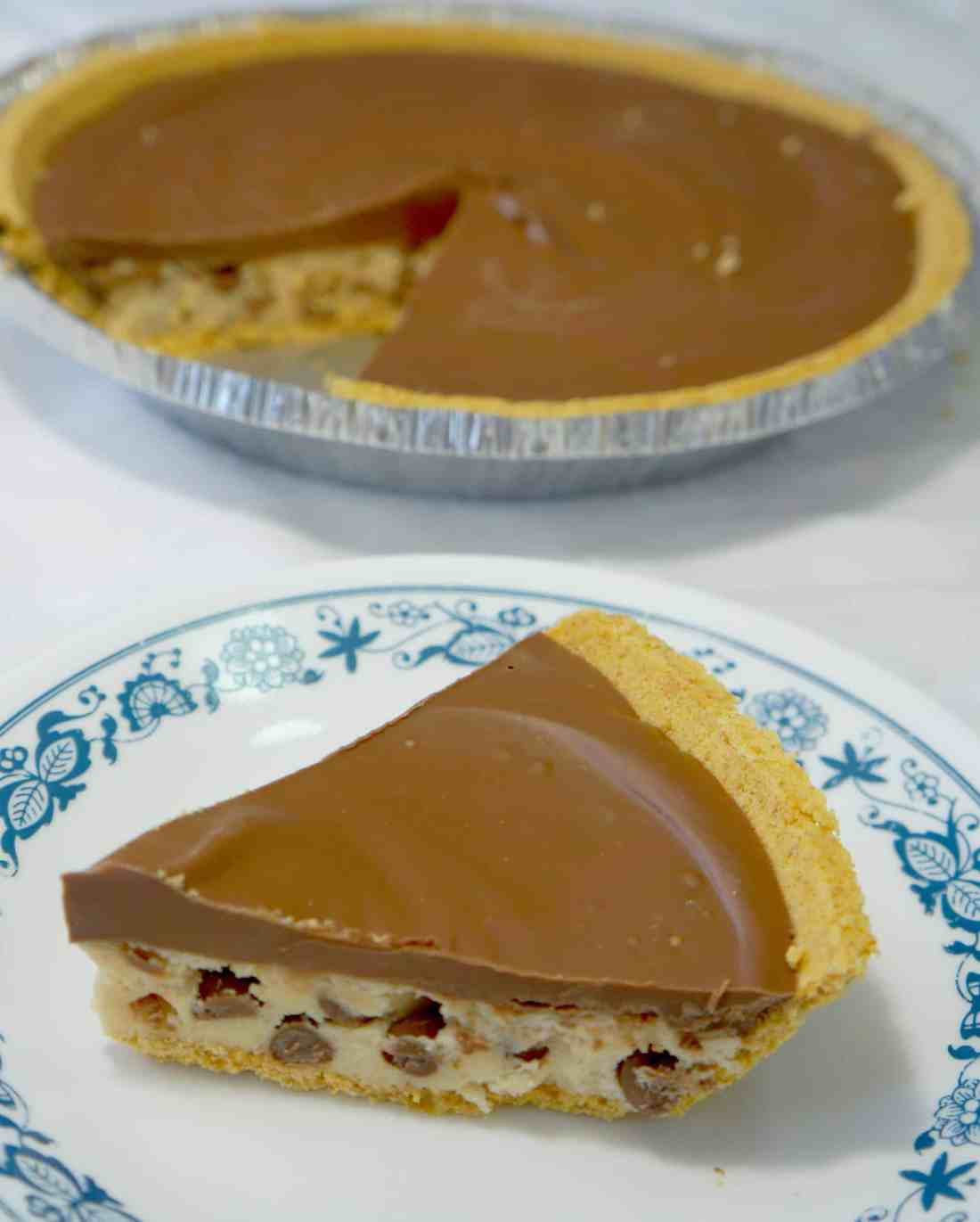 Chocolate Chip Cookie Dough Pie. Edible cookie dough in a graham cracker crust topped with milk chocolate. Easy no bake dessert with eggless cookie dough.