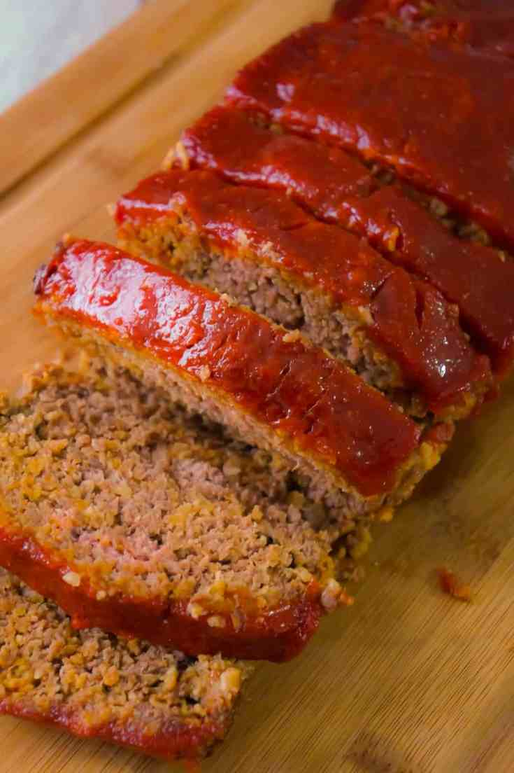 Meatloaf with Oatmeal is an easy ground beef dinner recipe. This easy meatloaf recipe is made with quick oats and Lipton onion soup mix.