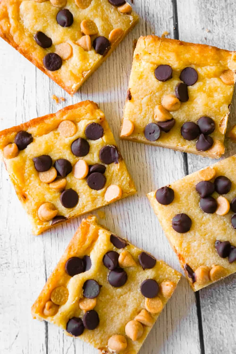 Peanut Butter Banana Pudding Sugar Cookie Bars are an easy dessert recipe using Betty Crocker sugar cookie mix, banana instant pudding mix, Reese's peanut butter baking chips and semi sweet chocolate chips.