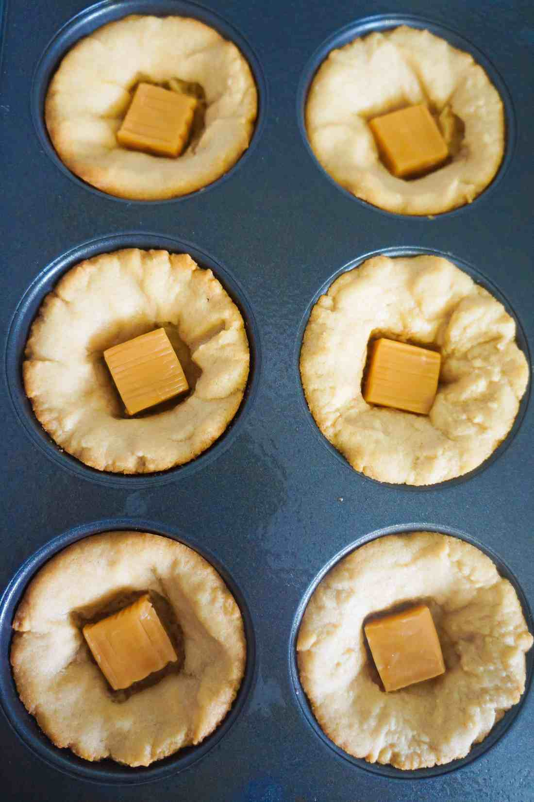 peanut butter cookie cups with caramels