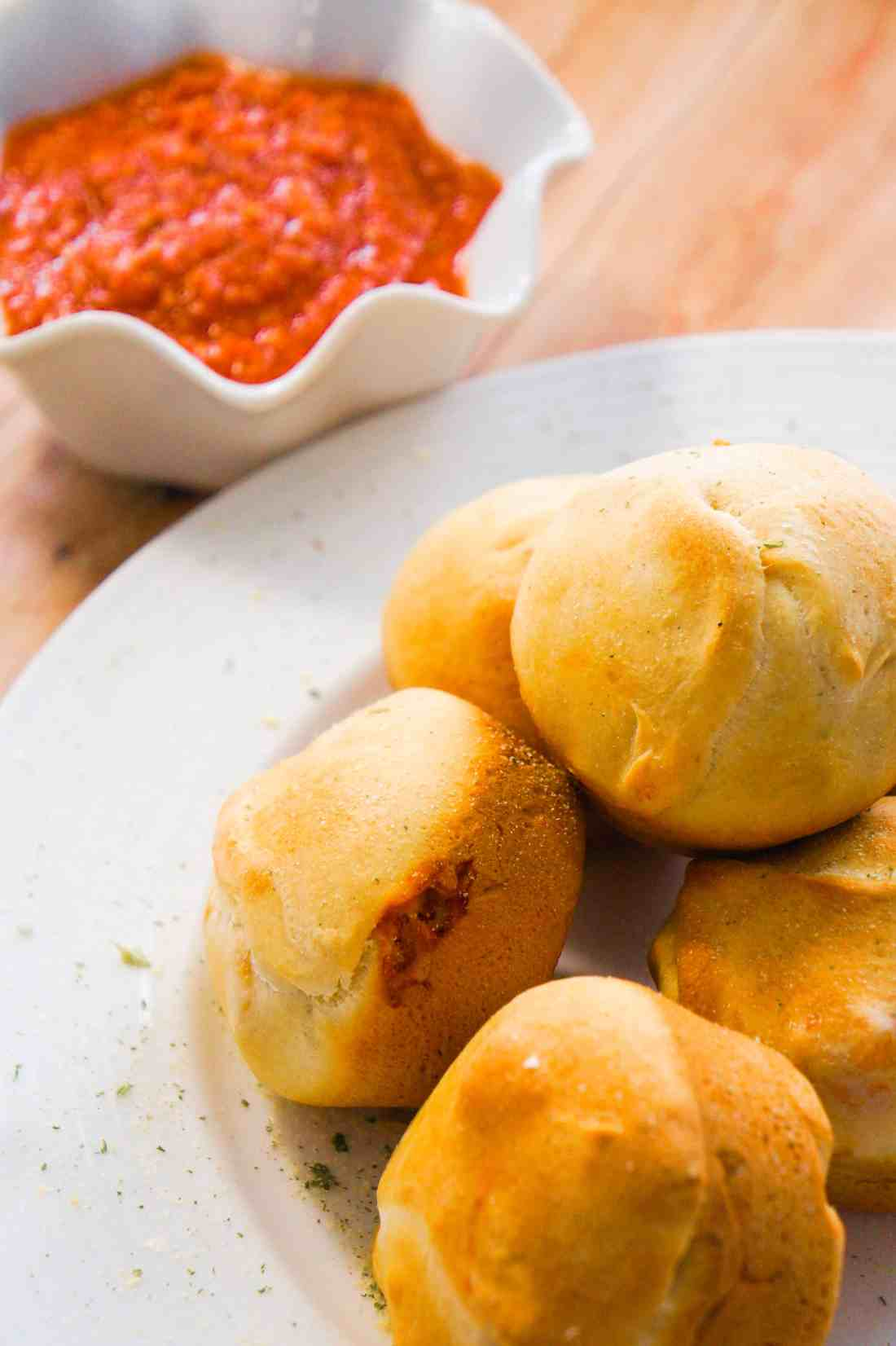 Cheesy Macaroni Bolognese Bites. Easy party food idea. Tasty Pillsbury dough stuffed with macaroni and cheese. Simple snack recipe with meaty bolognese sauce and cheese.