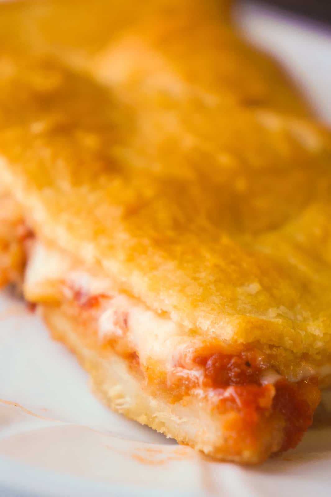 Chicken Parm Crescent Bake is an easy 5 ingredient dinner recipe. Breaded chicken with marinara sauce and mozzarella cheese topped with Pillsbury crescent roll dough is a delicious dinner your whole family will love.