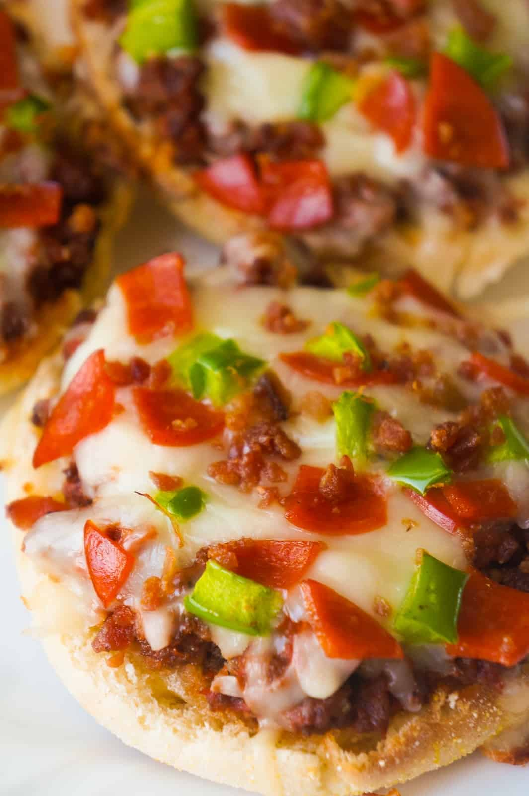 Pizza Burger English muffins are an easy dinner recipe using ground beef. These mini pizzas loaded with bacon and pepperoni are perfect for a weeknight dinner or even as a party snack.