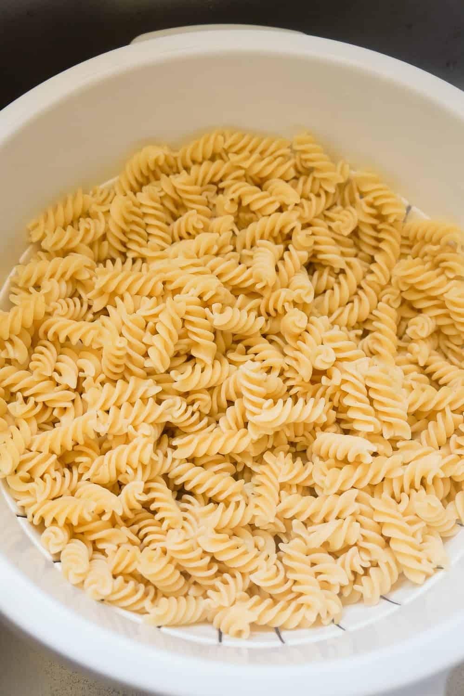 cooked fusilli pasta